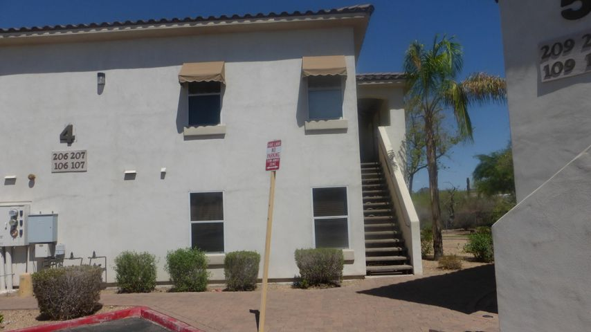 Photo of 2950 W LOUISE Drive W #207, Phoenix, AZ 85027