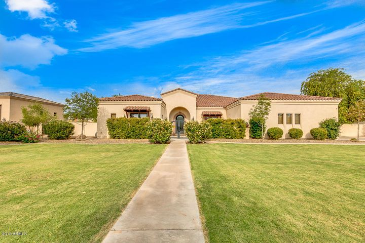 Photo of 6517 S OAKWOOD Way, Gilbert, AZ 85298