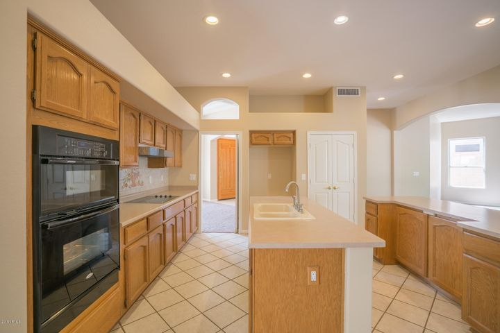 Photo of 6526 W ROBIN Lane, Glendale, AZ 85310