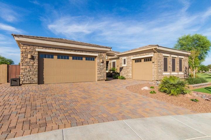 Photo of 3520 E LANTANA Drive, Chandler, AZ 85286