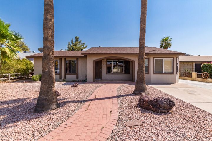 Photo of 655 W EMERALD Avenue, Mesa, AZ 85210