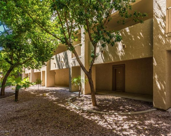 Photo of 920 E DEVONSHIRE Avenue #2022, Phoenix, AZ 85014