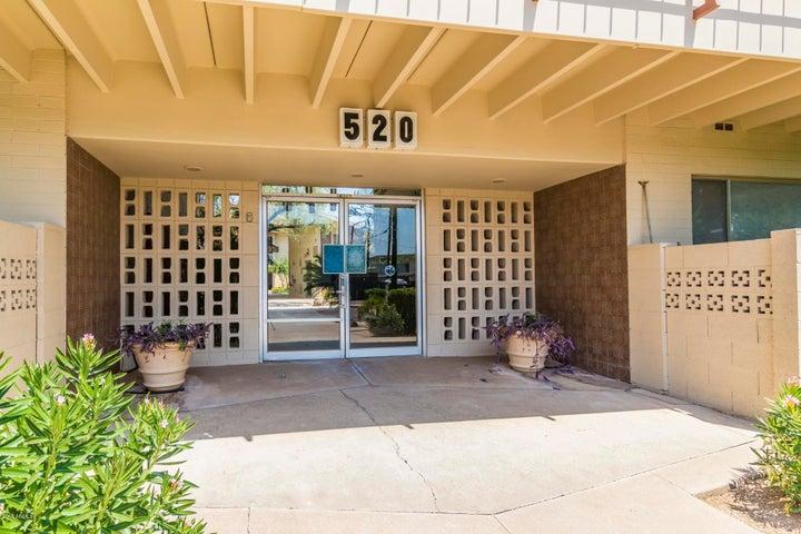 Photo of 520 W CLARENDON Avenue #FA2, Phoenix, AZ 85013