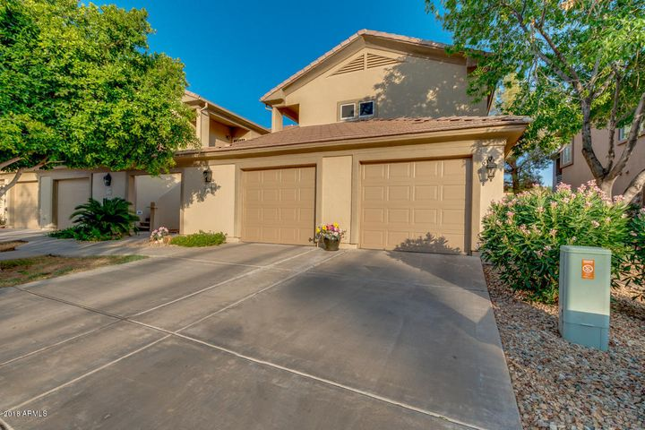 Photo of 7401 W ARROWHEAD CLUBHOUSE Drive #2028, Glendale, AZ 85308