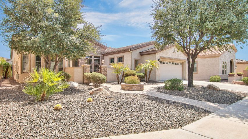 Photo of 4721 E RAKESTRAW Lane, Gilbert, AZ 85298