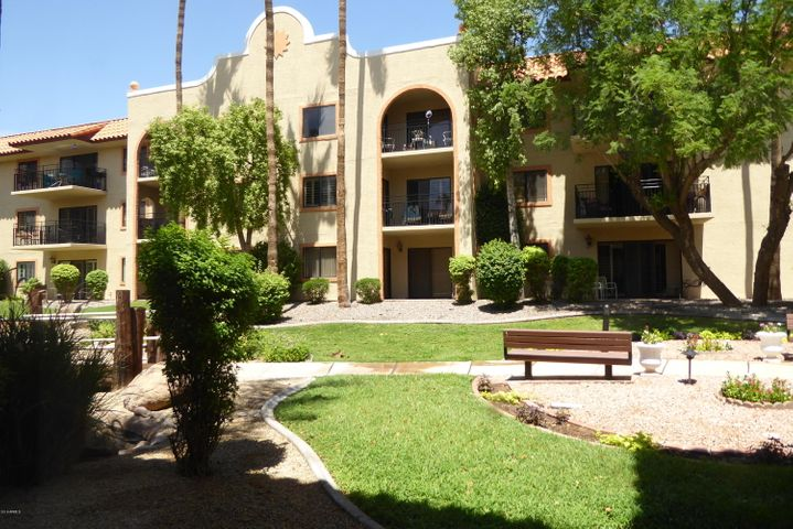 Photo of 10330 W THUNDERBIRD Boulevard #A137, Sun City, AZ 85351