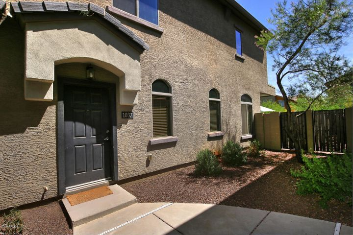 Photo of 2725 E MINE CREEK Road #1037, Phoenix, AZ 85024