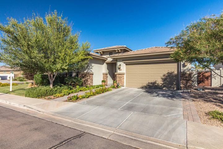 Photo of 6639 S CHAMPAGNE Way, Gilbert, AZ 85298