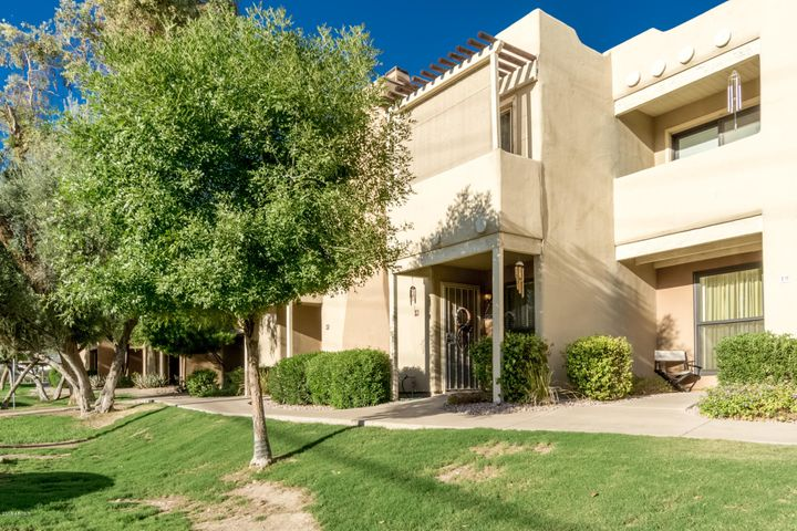 Photo of 1425 E DESERT COVE Avenue #18, Phoenix, AZ 85020