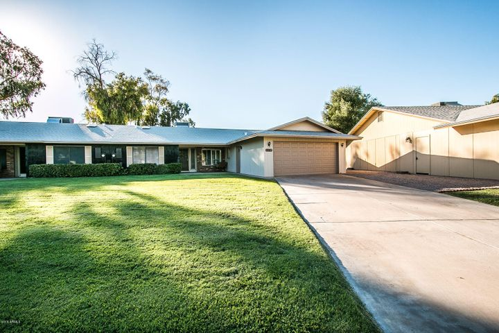 Photo of 12174 S SHOSHONI Drive, Phoenix, AZ 85044