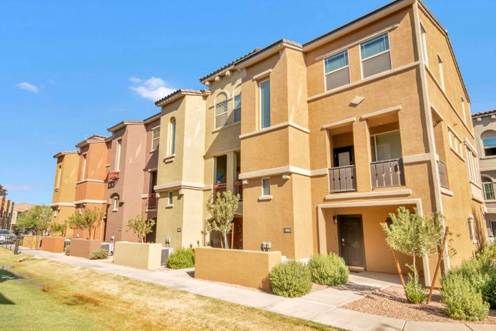 Photo of 240 W JUNIPER Avenue #1058, Gilbert, AZ 85233