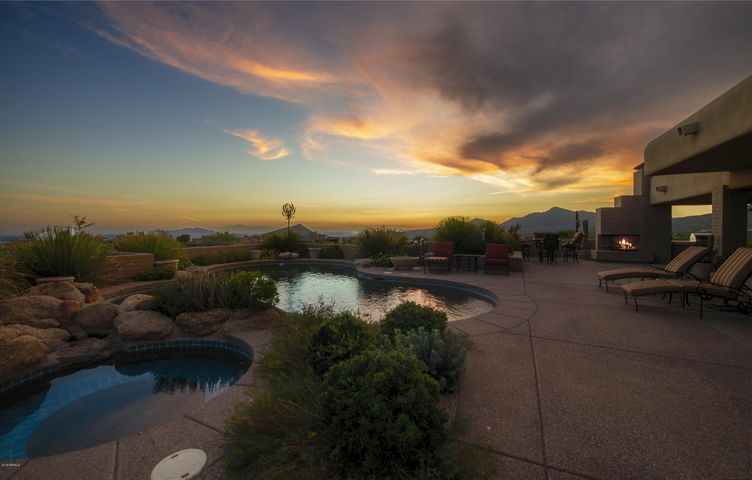 Photo of 11168 E GRAYTHORN Drive, Scottsdale, AZ 85262