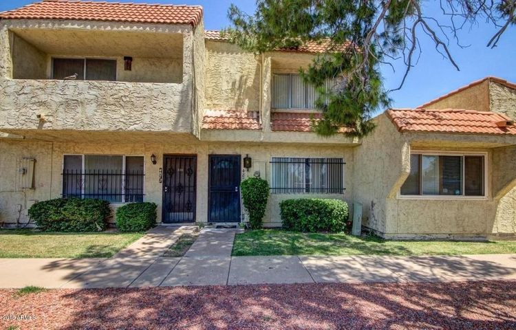 Photo of 4870 W ROSE Lane, Glendale, AZ 85301