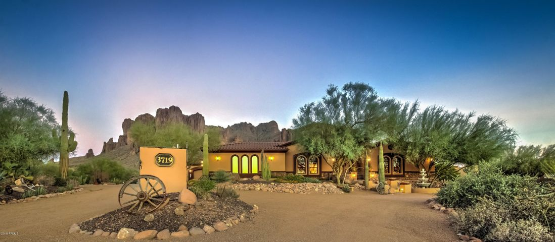Photo of 3719 N CANYON CREST Place, Apache Junction, AZ 85119