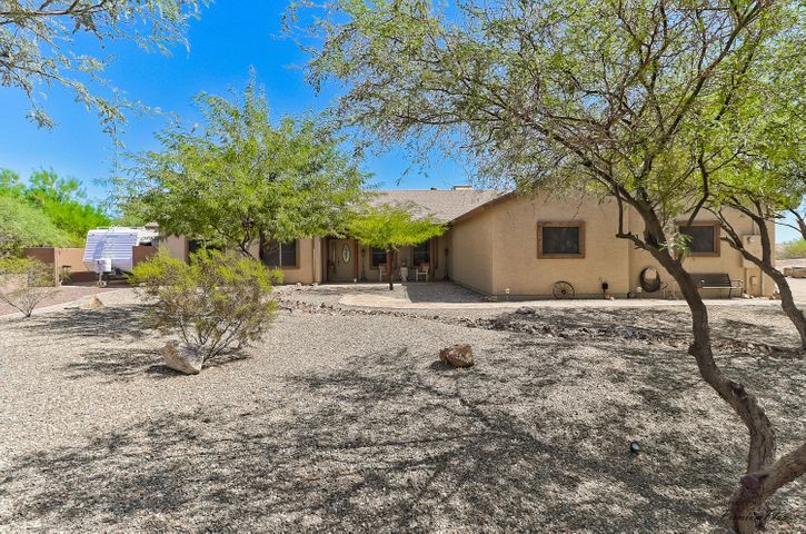 Photo of 17550 W DYNAMITE Boulevard, Surprise, AZ 85387