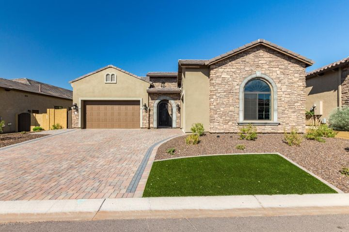 Photo of 2232 N ESTATES Circle, Mesa, AZ 85207