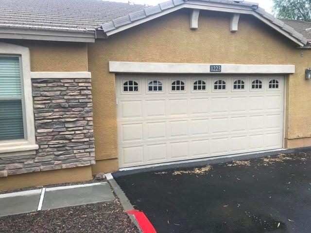 Photo of 2725 E MINE CREEK Road #1223, Phoenix, AZ 85024