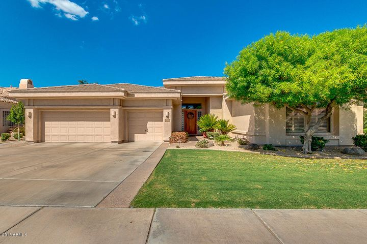 Photo of 1690 W GLACIER Way, Chandler, AZ 85248