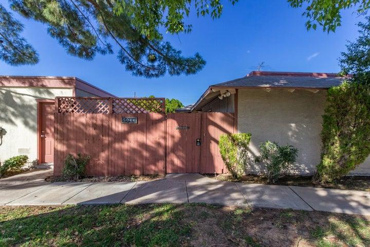 Photo of 5044 W NEW WORLD Drive, Glendale, AZ 85302