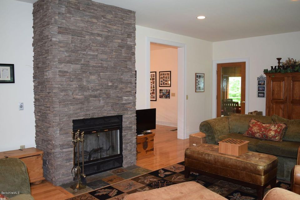 10 jamie ln sandisfield ma 01255 stone house properties llc