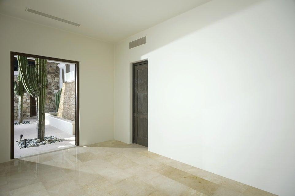 Villa 702-9
