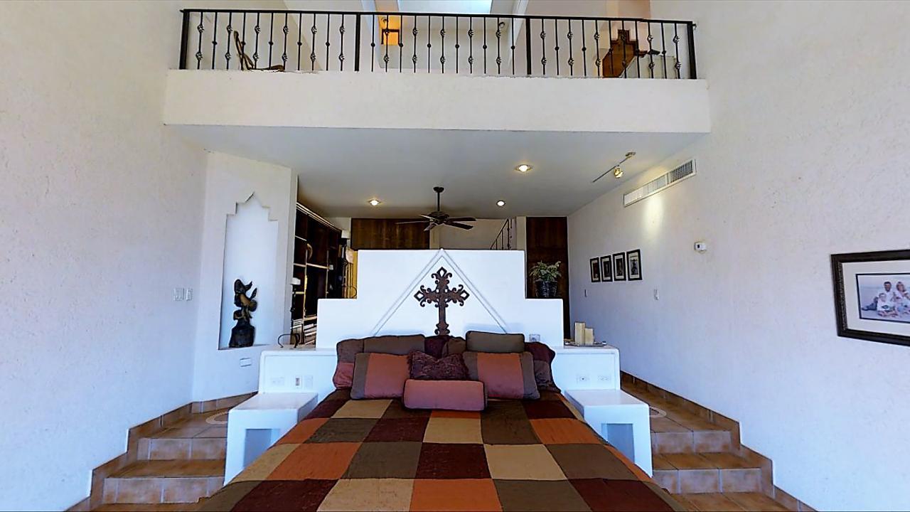 Casa Azteca,-20