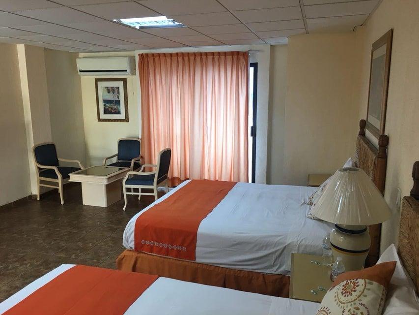 Hotel Plaza Los Arcos-3