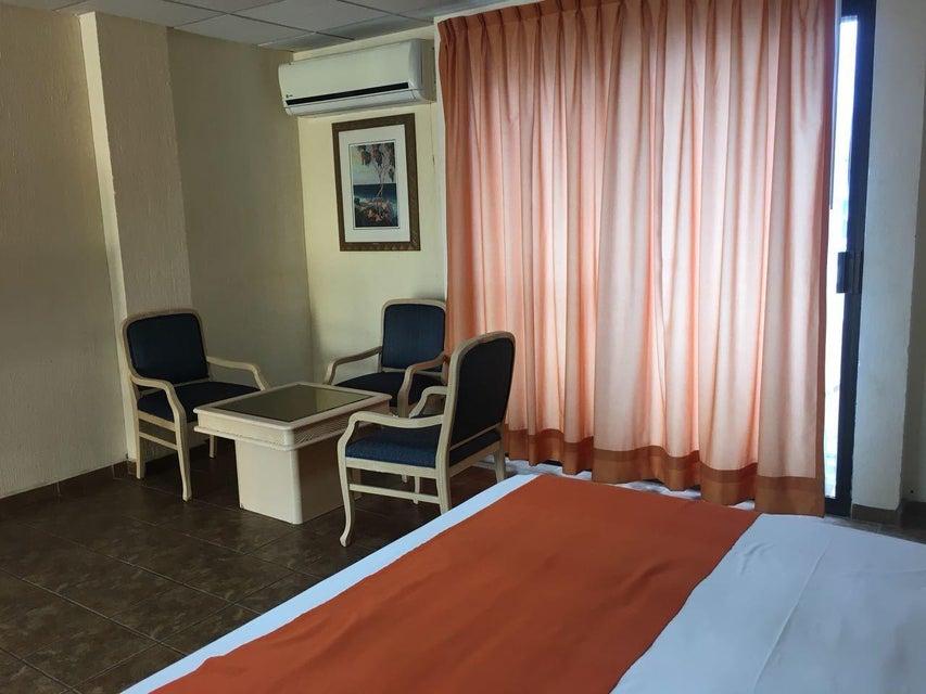 Hotel Plaza Los Arcos-4