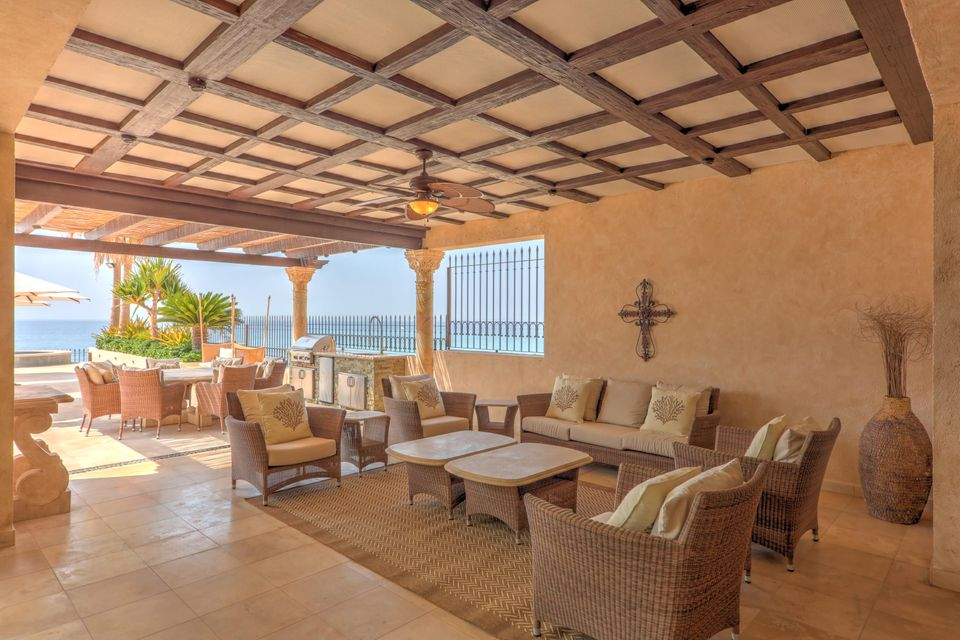 Beach Front Luxury Villa-20