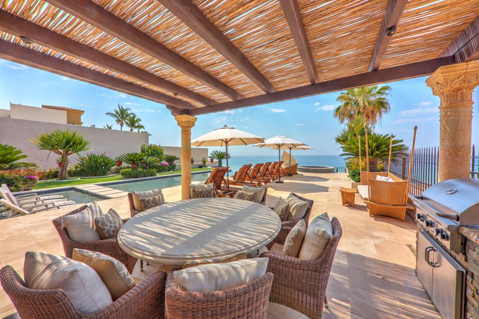 Beach Front Luxury Villa-29
