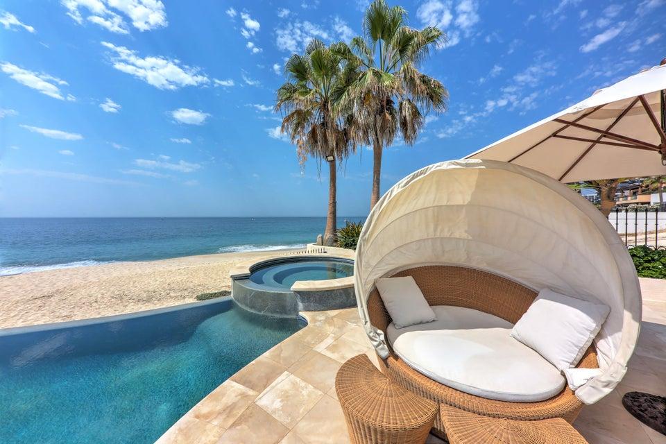 Beach Front Luxury Villa-31