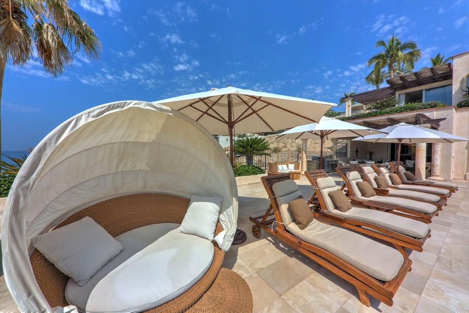 Beach Front Luxury Villa-32
