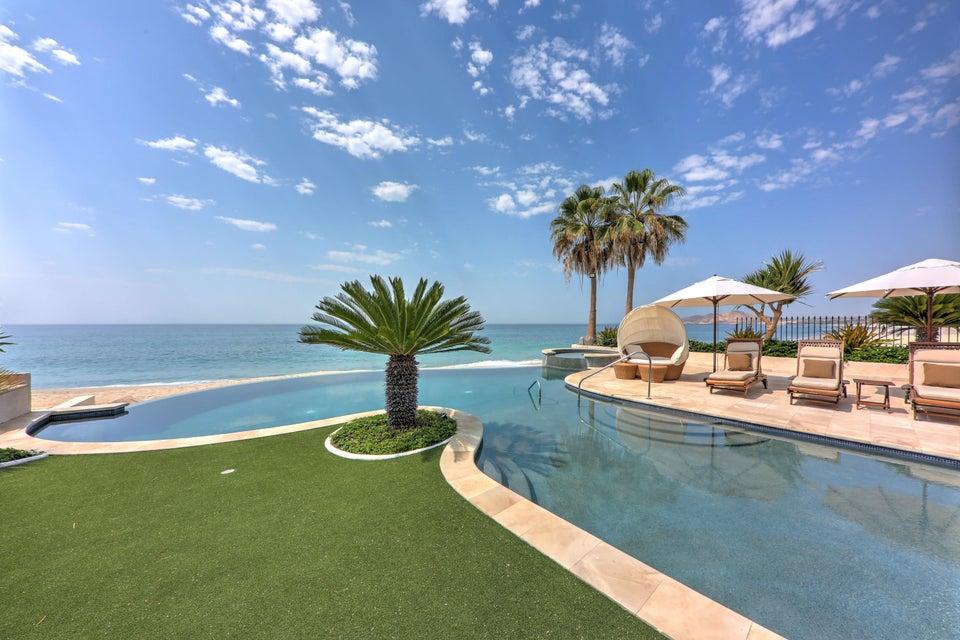 Beach Front Luxury Villa-35