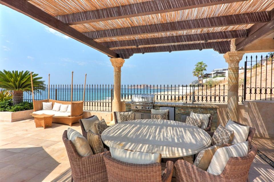 Beach Front Luxury Villa-33