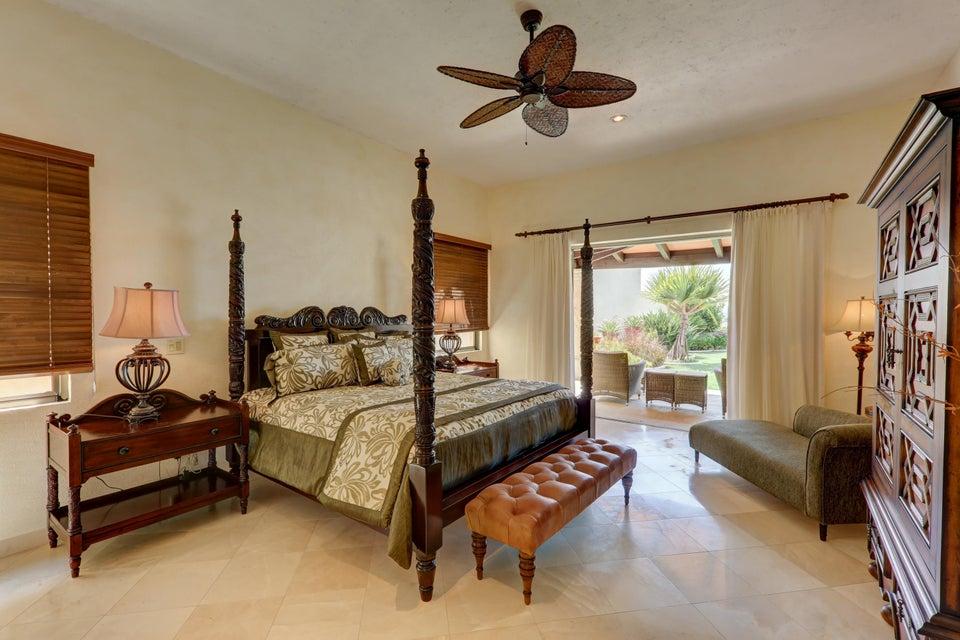 Beach Front Luxury Villa-22