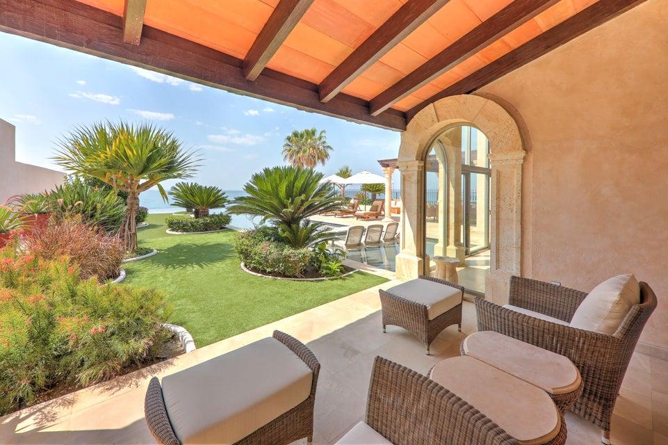 Beach Front Luxury Villa-26