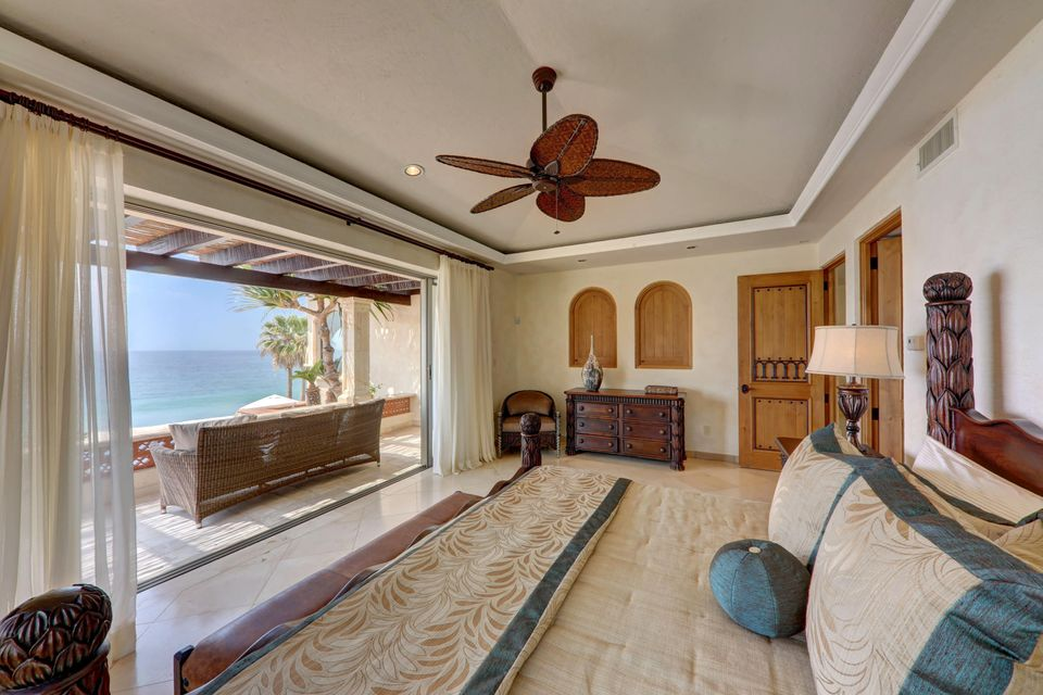 Beach Front Luxury Villa-43