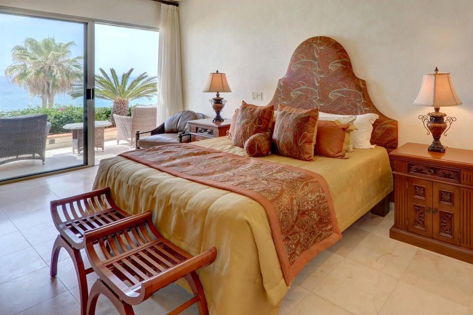 Beach Front Luxury Villa-47