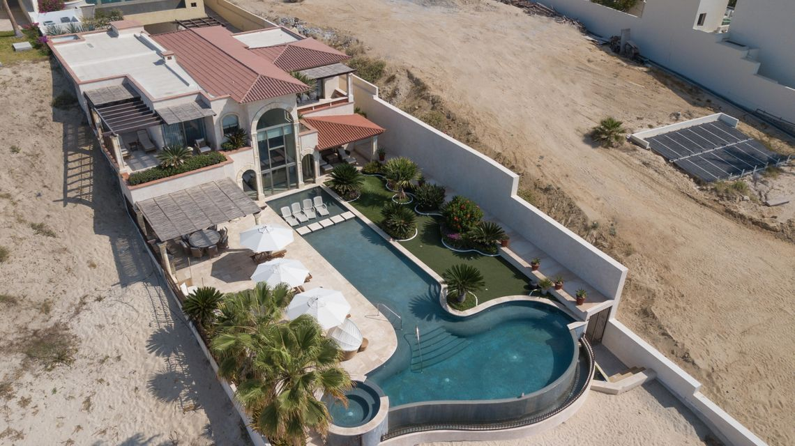 Beach Front Luxury Villa-61