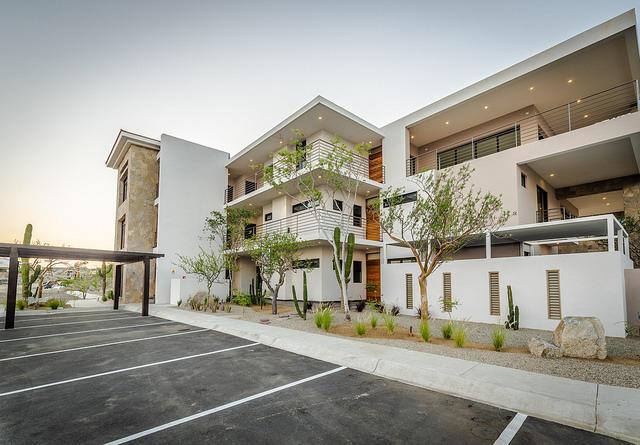 2 Bd PentHouse Rooftop Deck-29