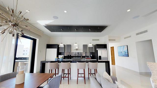 2 Bd PentHouse Rooftop Deck-35