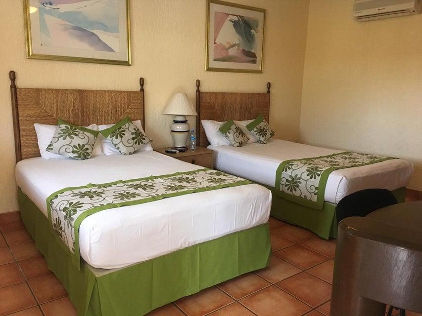 Hotel Plaza Los Arcos-14