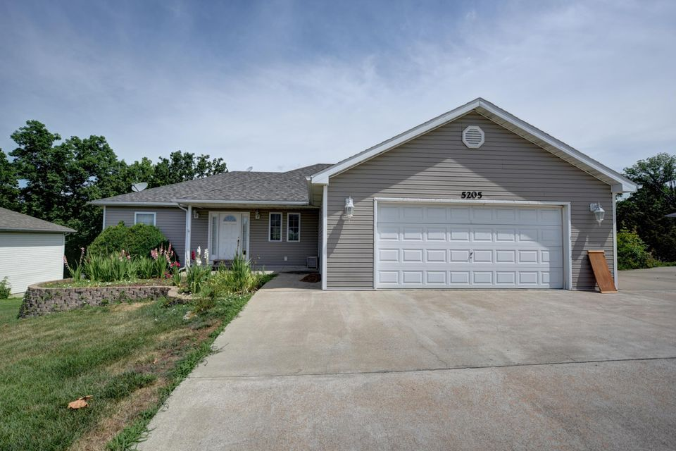 5205 MEXICO GRAVEL RD, COLUMBIA, MO 65202