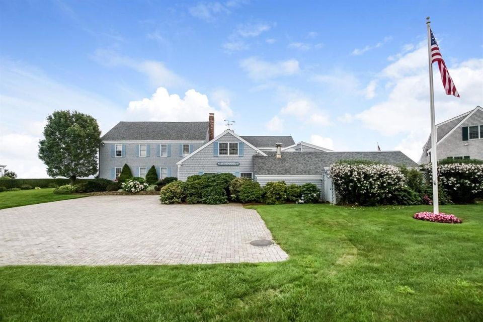 Additional photo for property listing at $4,690,000.00 - 53 Strandway  in West Harwich  Harwich, Massachusetts,02671 États-Unis
