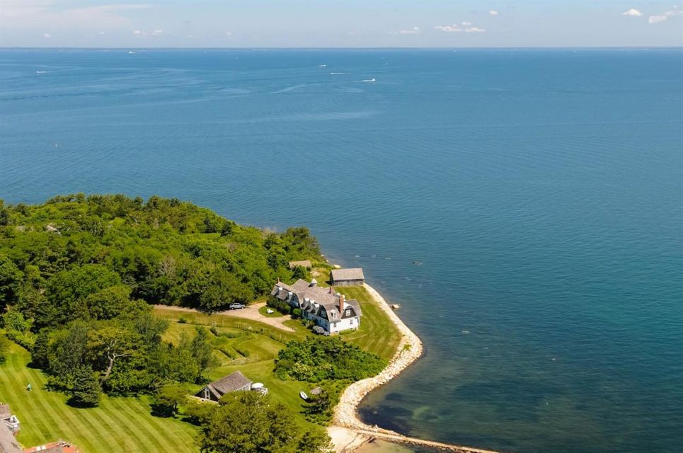 55 Windhover Way, Woods Hole, MA 02543