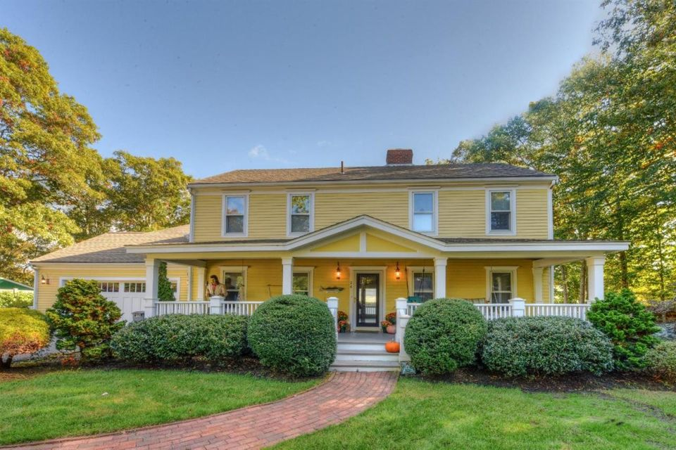 26 Cove Road, Forestdale, MA 02644