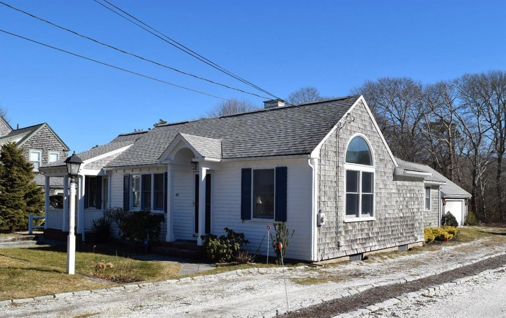 hyannis port singles Wonderfully simple ranch south of route 28 well kept with newer windows, roof, and appliances full basement, gas heat, storage shed easy to get away to, and easy to to take care of.