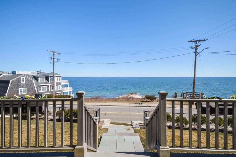 1 Quinapoxet, Falmouth Heights, MA 02540