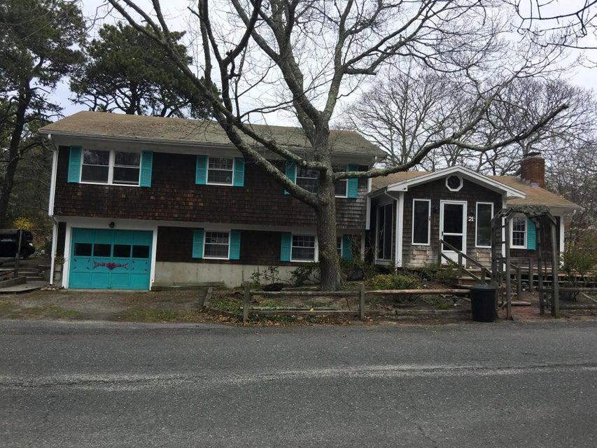 21 Nelson Avenue, Provincetown, MA 02657