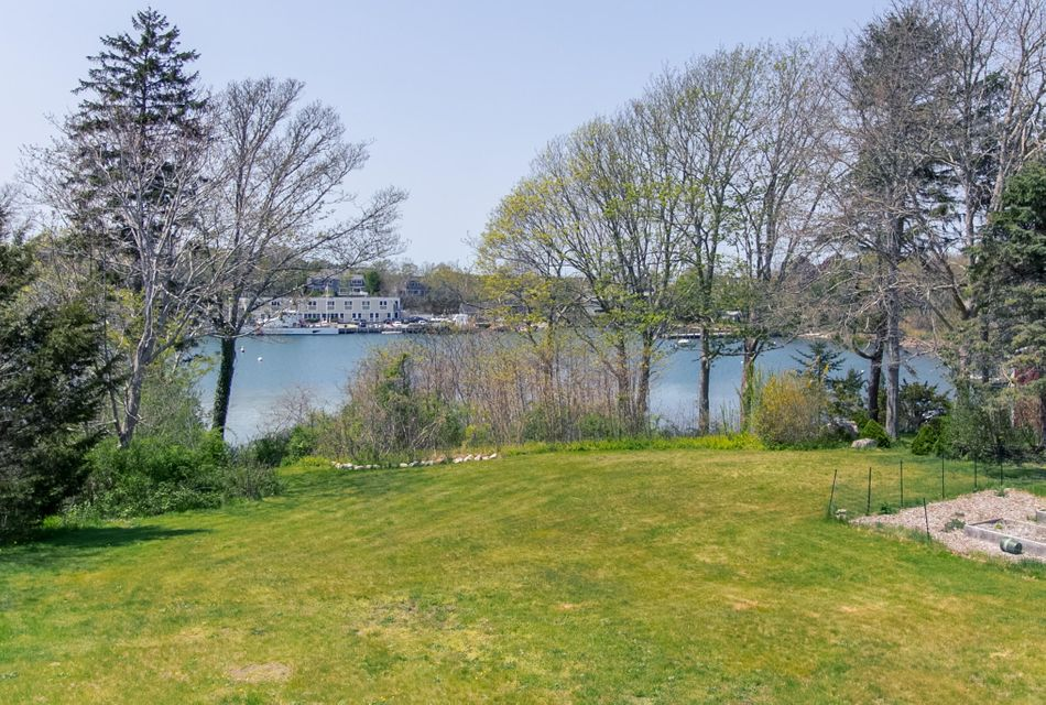 13 Church Street, Woods Hole, MA 02543